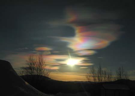 幻想的な真珠母雲という鮮やかな雲
